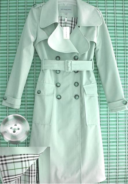 Женский плащ Burberry   Пальто, плащи, куртки   Одежда   Женская ... ae50d534c91