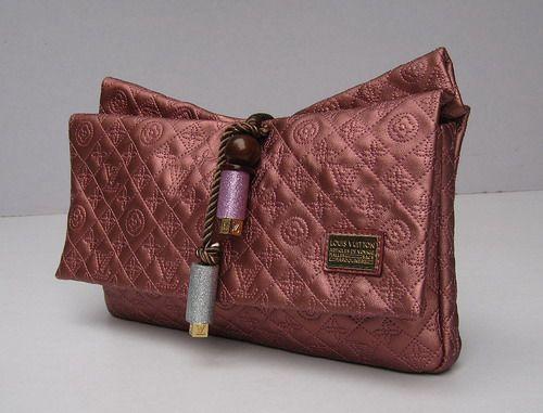 Женская сумочка-клатч Louis Vuitton Kalahari   Клатчи   Сумки ... 73ab6b2ea30